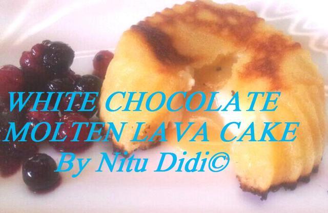WHITE CHOCOLATE MOLTEN LAVA CAKE