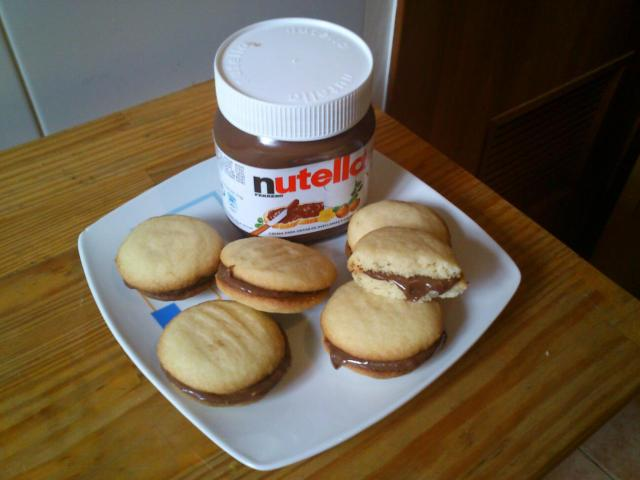 SANDWICHED COOKIES
